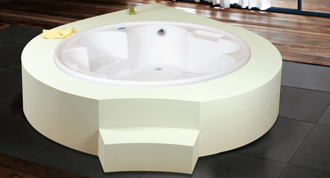 Lucetta Bathtub